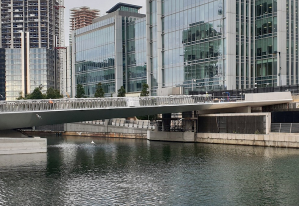 Moveable bridge installed at Canary Wharf